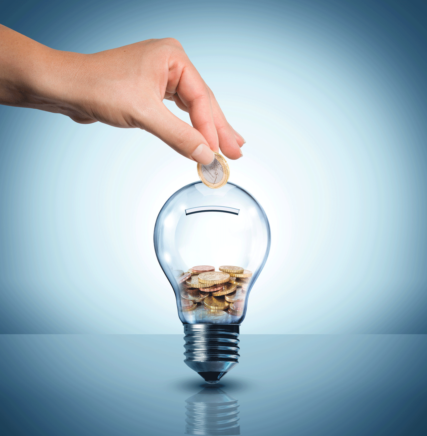 Energia: da aprile in forte calo l'elettricità, -8%, e il gas, -5,7%